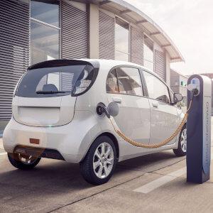 Fahrerunterweisung Pkw für Elektrofahrzeuge in Englisch verfügbar