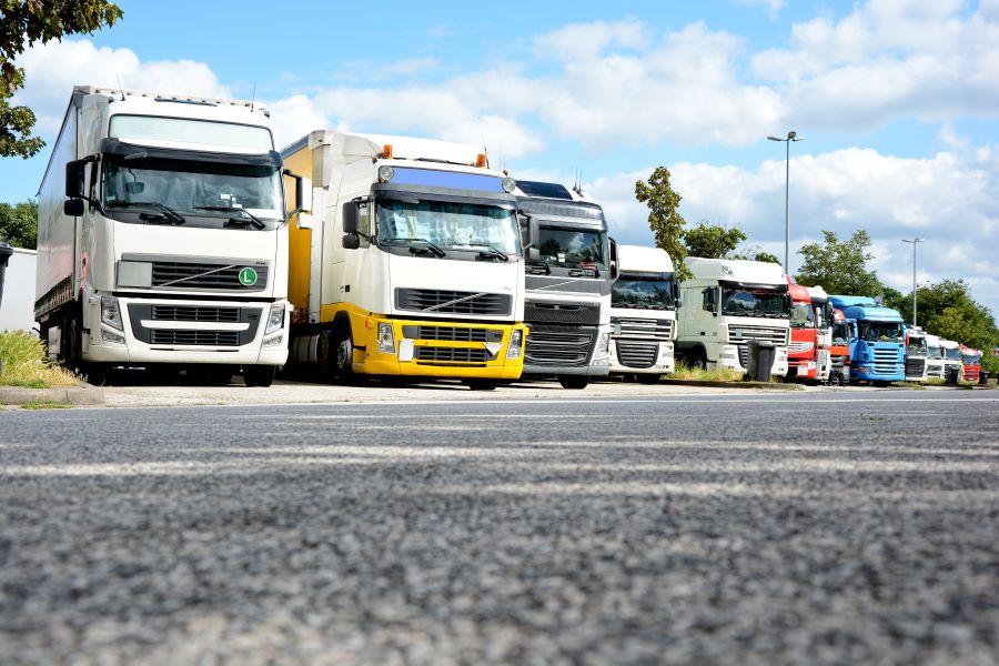 DEKRA Media präsentiert neuen Sicherheitsstandard für Lkw-Parkplätze